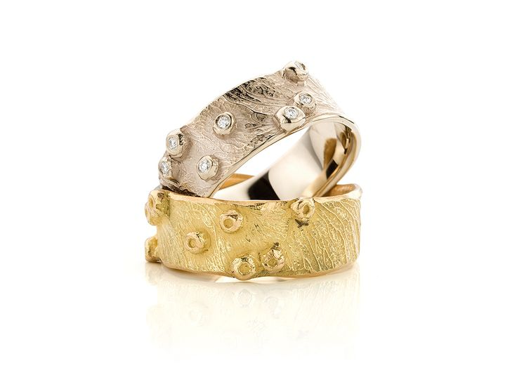 ringen in witgoud, champagne kleur, champagnewitgoud met diamant en geelgoud. deze ringen kunnen ook in roodgoud gemaakt worden