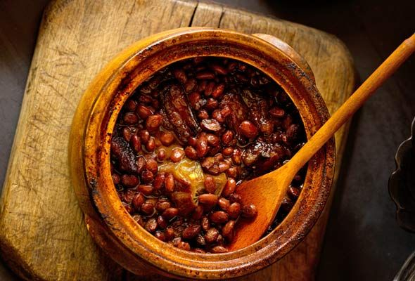Appalachian Cider Baked Beans | Leite's Culinaria. My mom gave me her beautiful glazed-clay bean pot. I haven't yet used it. This recipe is destined for it.