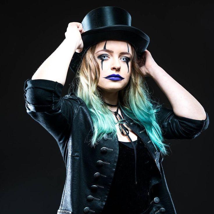 Halloween Shooting  # #shooting #horror #horrorcircus #kontaktlinsen #happyhalloween #halloween #halloweencostume #zylinder #black #blue #bluehair #pic #picture #photography #photo #fun #vossifotografie #scary #loveit #firstpic #circusdirector  Outfit von @miss.sonderbar_