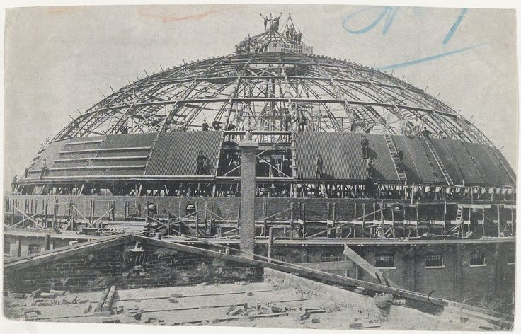Bouw van de koepelgevangenis, 27 augustus 1901. De bouw is uitgevoerd door de firma De Vries Robbé & Co uit Gorinchem. Fotograaf: Anoniem