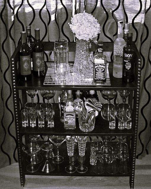 Love the look of this mini bar. DIY home mini bar