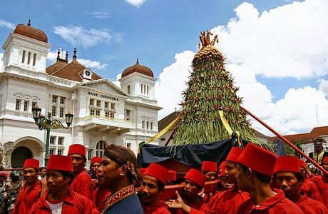 Sekaten celebration held every year at the Palace of Surakarta.  It is a form of celebration for Wali Songo who succeeded to struggle and spread the guidance of Prophet Muhammad SAW.