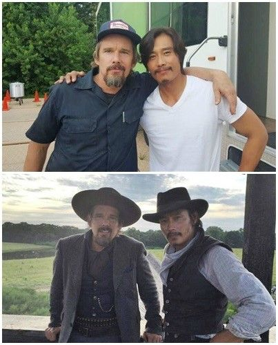 """Lee Byung Hun And Ethan Hawke Show Off Their Friendship On Set Of """"The Magnificent Seven""""   Soompi"""