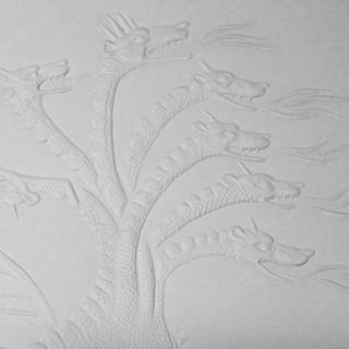L'atelier de #gauffrage de Laurent Nogues, lauréat 2015 avec Christian Bessigneul, graveur du Prix Liliane Bettencourt pour l'intelligence de la main pour leur ouvrage en lecture tactile des Éditions du Patrimoine dédié à la tenture de l'Apocalypse du château d'Angers. #FondationBettencourt #Intelligencedelamain #Metiersdelamain #Metiersdart #CMN #Editionsdupatrimoine #gauffreur #savoirfaire #excellence #art #artisanat #culture #papier #main #accessibilité #LaurentNogues…