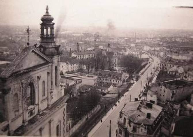 Widok z Wieży Trynitarskiej. Widok na ul. Wyszyńskiego 1939-41 r.