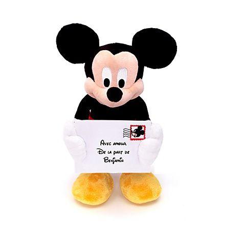 Mickey messager  - marque : Disney Cette peluche Mickey de 38 cm est le messager idéal auquel confier un petit mot destiné à des êtres chers. Nul ne pourra résister au sourire de …... prix : 22.00 EUR €  chez Disney Store #Disney #DisneyStore                                                                                                                                                                                 Plus