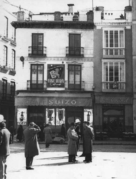 Café Suizo y Café Central en la Plaza de la Constitución, esquina a C/ Santa María. Málaga, Andalucía, Spain. 1950