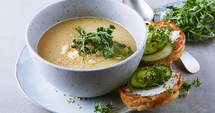 Värmade soppa som du snabbt svänger ihop av kokta kikärtor. Krydda upp med lite timjan eller spiskummin för mer smak.