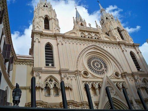 #Kerken in #Malaga. In de stad Malaga zul je een grote hoeveelheid katholieke kerken kunnen vinden. Alleen al in het historisch centrum staan er vierenveertig. Hieronder vind je een klein selectie van de meest bezochte en meest bekende kerken van de stad Malaga. www.reisgidsmalaga.nl