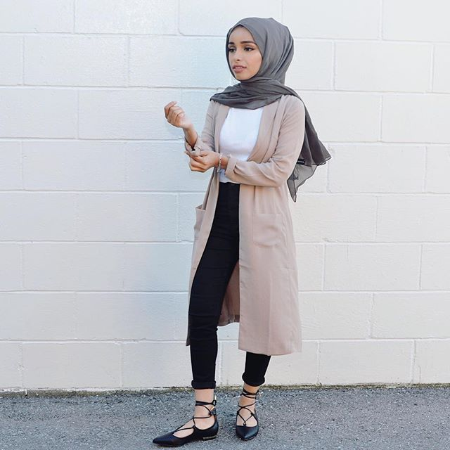 Imagine if I get a tan in these shoes : @_ills hijab: @flauntandflairgallery blazer: @poplook (lovin it)