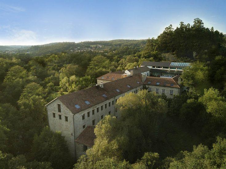 Toma aérea de la nave trasera de A Quinta da Auga, un hotel rodeadode naturaleza #hotel #spa #relaischateaux #santiagodecompostela #Galicia