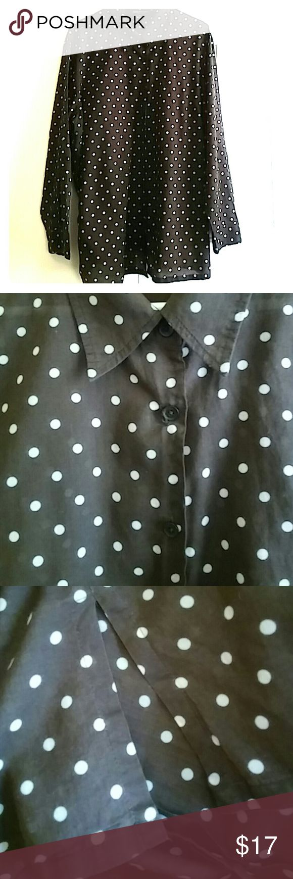 Jones New York Signature Woman Top Jones New York Signature Woman Top. Brown & White Polka dot Button Down with Side Slits. Sleeves can be fold to 3/4 length and fastened with Button Closures. 100% Cotton. Jones New York Signature Woman Tops Button Down Shirts
