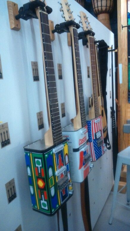 Guitars made from oil cans. Blik kitaar.