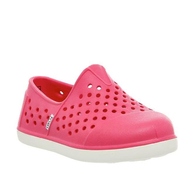 Προτείνουμε τα πιο Fun κοριτσίστικα παπούτσια θαλάσσης TOMS, για ατελείωτο παιχνίδι στην άμμο!
