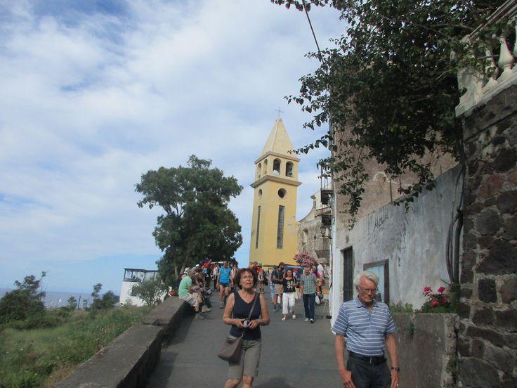 Turisté na ostrově Stromboli