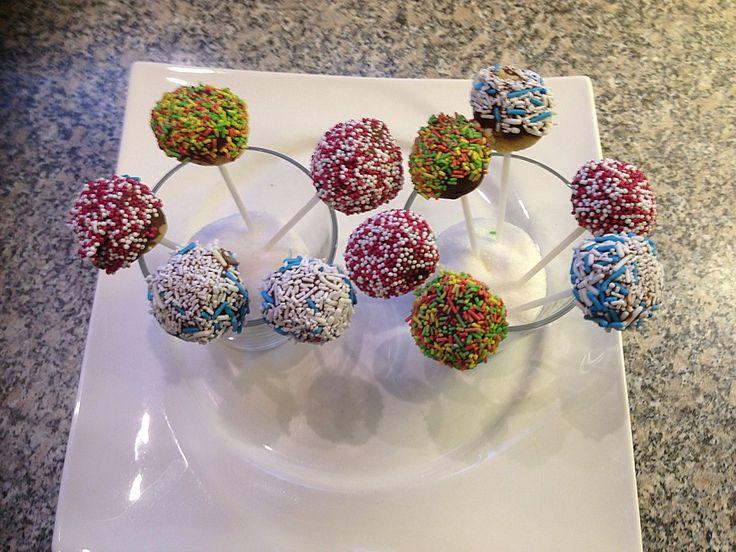 Schnelle Cake-Pops ohne Backen, ein leckeres Rezept aus der Kategorie Schnell und einfach. Bewertungen: 39. Durchschnitt: Ø 4,4.