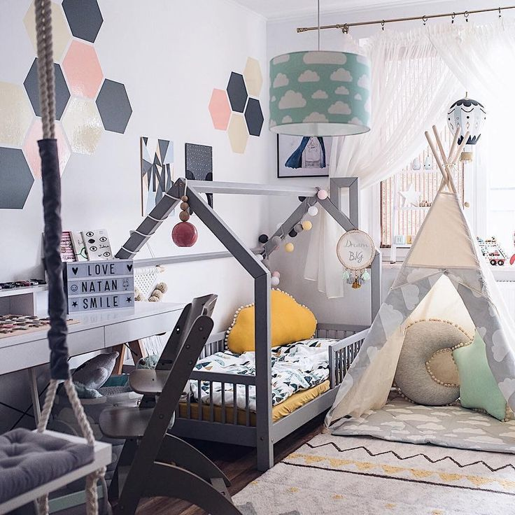 Creative and colorful, this big kid's room is giving us all the feels, by @gosiabednarczuk featuring our machine-washable Azteca rug. #lorenacanalsrugs