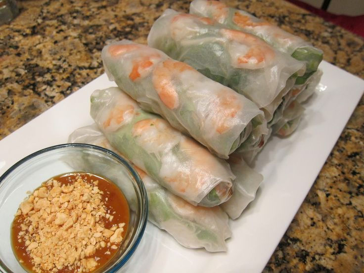 Cambodian food, light and healthy, naim chao, goi cuon, summer rolls, fresh Cambodian spring rolls with peanut sauce courtesy of mami-eggroll.com