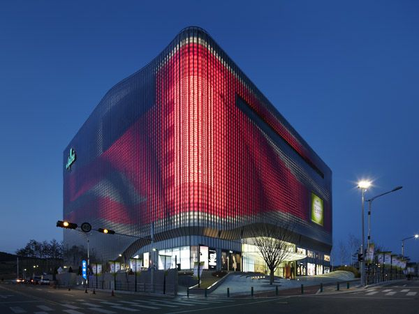 One of the largest media facades in the world: Galleria Centercity, Cheonan, Korea - MONDO ARC lighting :ARUP
