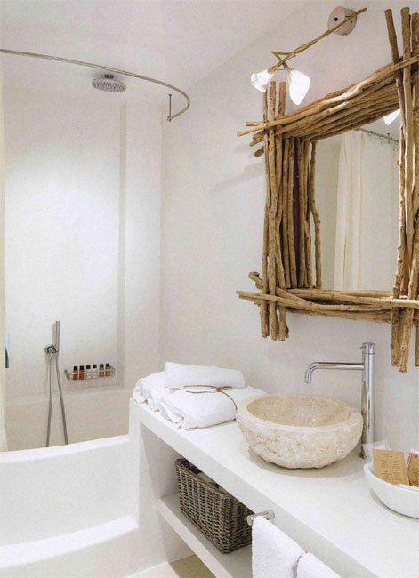 Marco de ramas para espejo de baño.