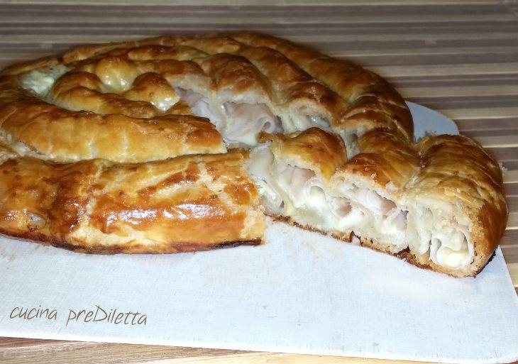 Spirale di pasta sfoglia con prosciutto e mozzarella, una torta salata molto buona e veramente bella! Qualche anno fa ho pubblicato la ricetta di una ......