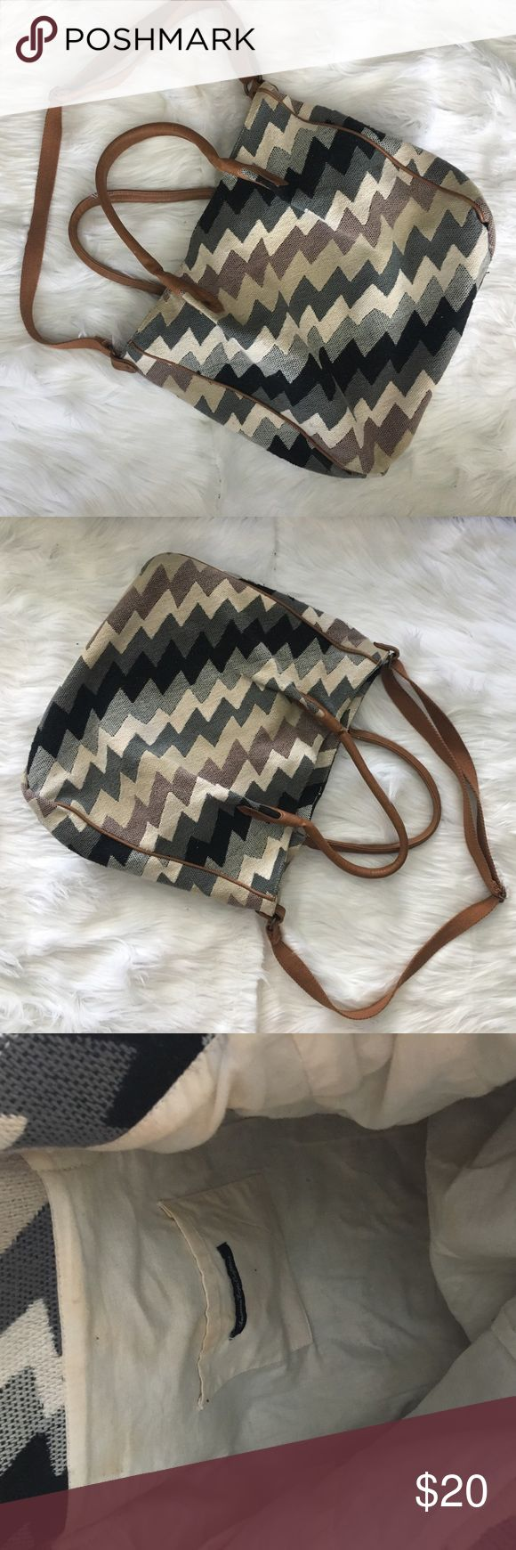 American Eagle Canvas Tote Bag Zigzag woven shoulder bag. Used a handful of times as beach bag/book bag. Slight wear on inside of bag (see third and fourth picture). Handles in great condition. American Eagle Outfitters Bags Totes