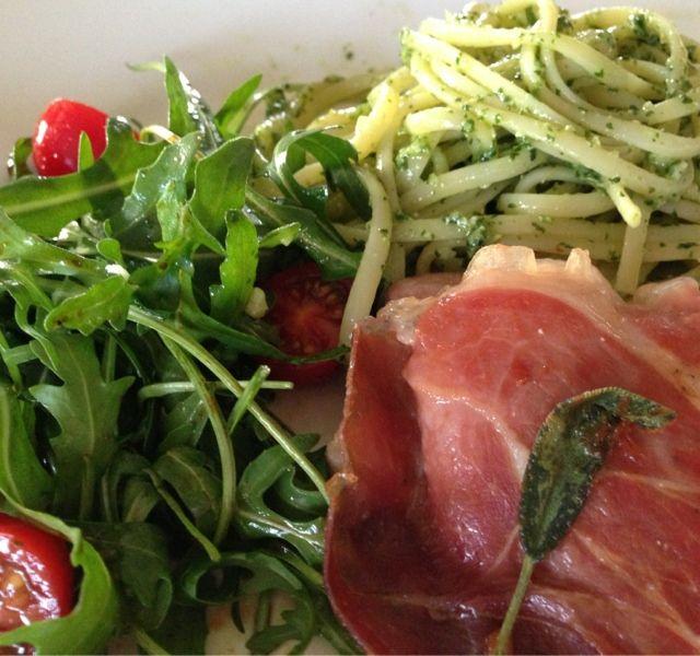Vandaag een Italiaans menu. Saltimbocca wordt gemaakt met kalfsvlees; deze keer heb ik kip gebruikt.