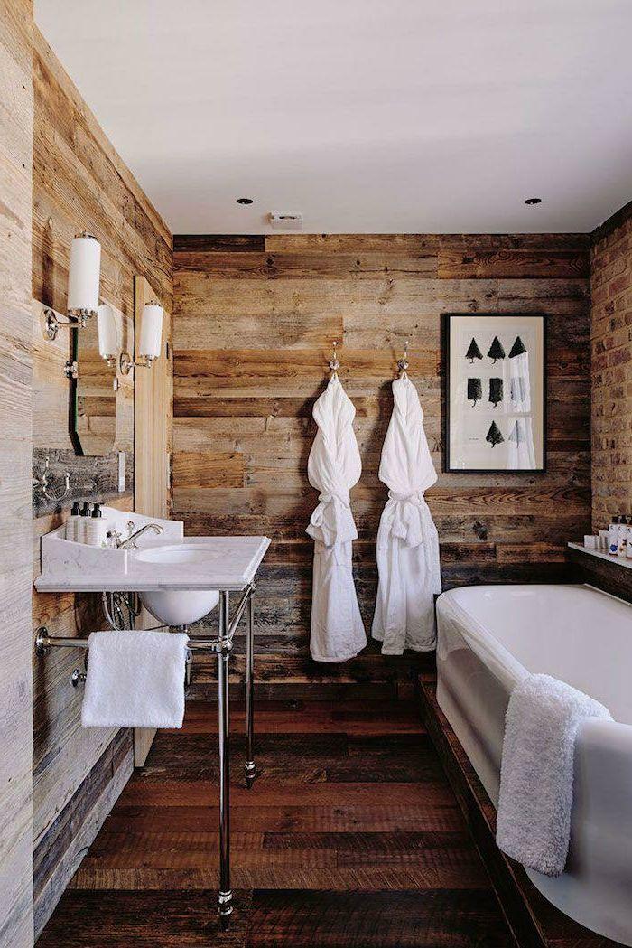 cuarto de bao pequeo con detalles de estilo moderno y revestimiento de madera en estilo rstico - Revestimiento De Paredes Interiores