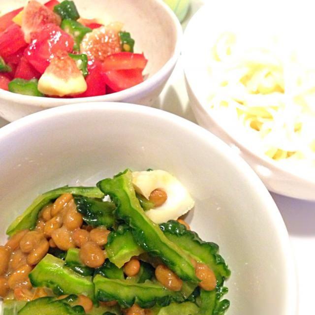 ちくわと納豆とゴーヤは塩としょうゆ、納豆のタレ、からしで味付け。イチジクとトマト、オクラはオリーブオイルと塩レモンと麺つゆちょびっと。どちらもネバネバだから、ツルツルいけます。 - 13件のもぐもぐ - ぶっかけうどん2種 by kikicyoko