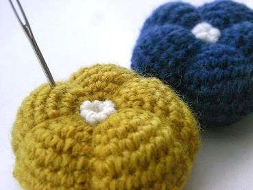 ぽってりお花のピンクッションの作り方|編み物|編み物・手芸・ソーイング|ハンドメイド・手芸レシピならアトリエ
