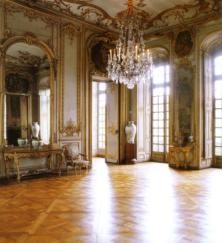 A room in the palais rohan with plenty of va va voom gold for Rohan design