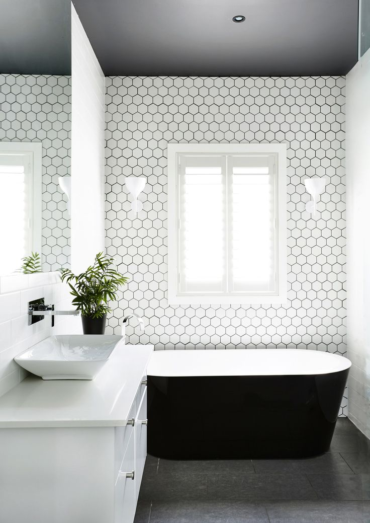 the dark ceiling in the bathroom of this edwardian househttp - Edwardian Bathroom Design