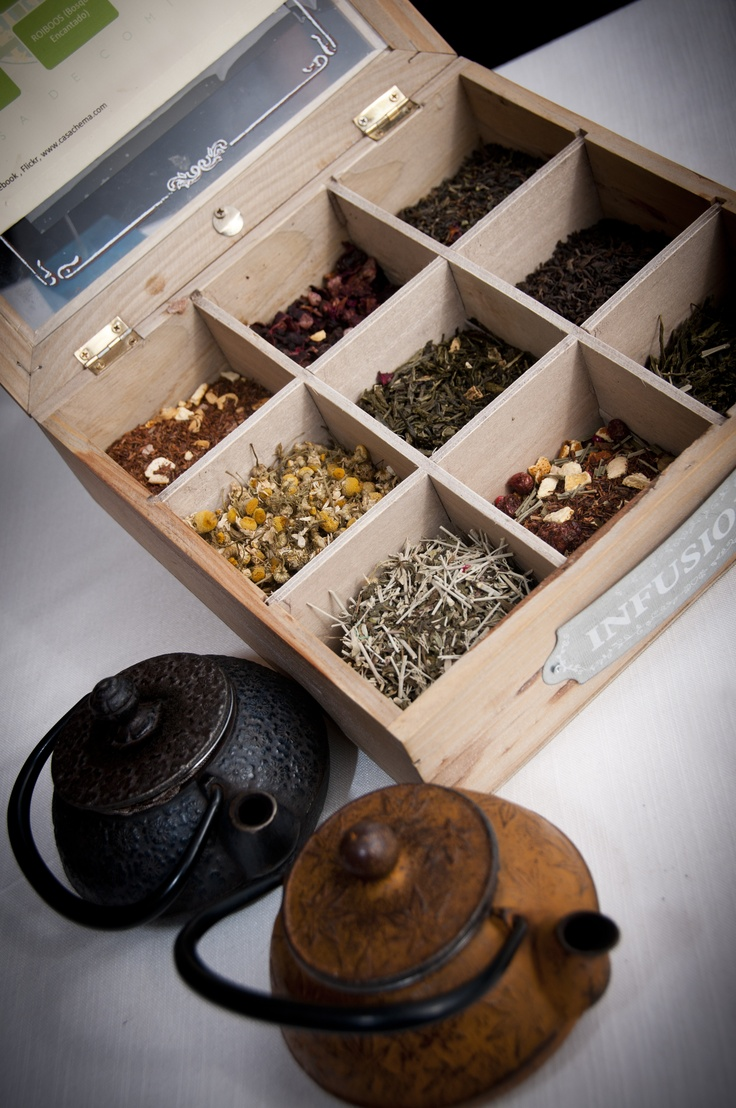 Infusiones naturales que van desde los clásicos, poleo menta y manzanilla  pasando por la tisana toscana y terminando en el te azul de algas u otras variedades como el té verde matcha.