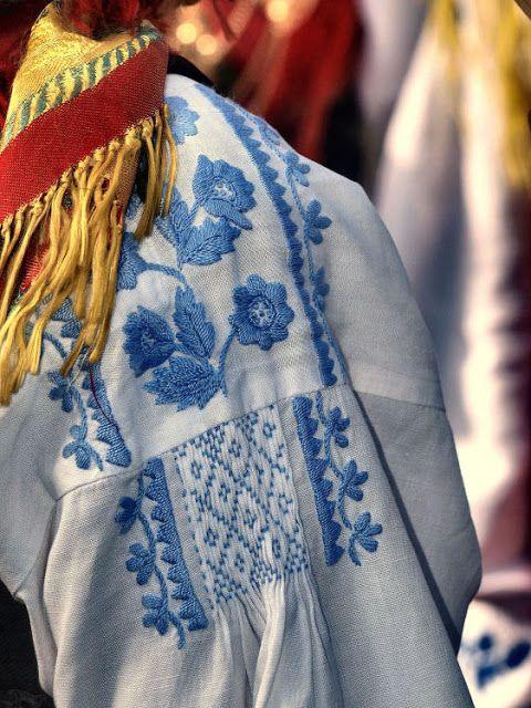 Traje de Lavradeira or Domingar, chemise embroidery