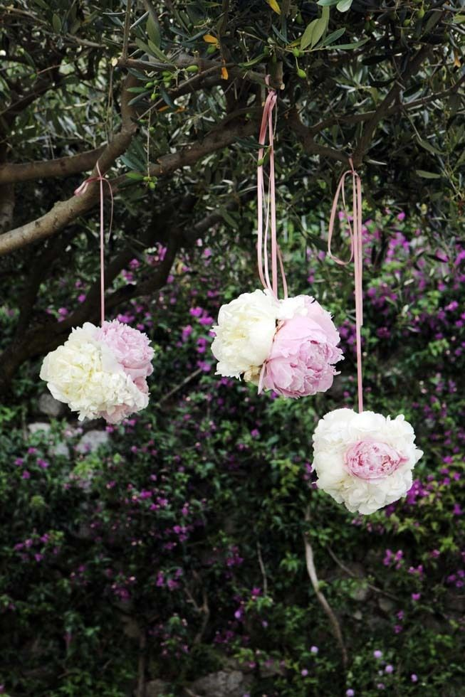 Paper decoration for outdoor wedding reception http://www.weddingsontheamalficoast.com/ravello-wedding-jackie-constantin-sinagra.html