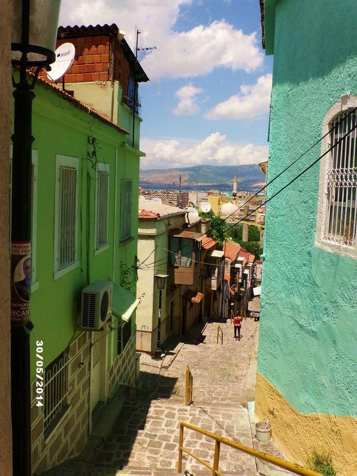 Kemeraltı'nın eski evleri.  İzmir, Turkey