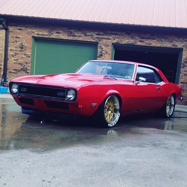 1968 Camaro in leuchtendem Rot! #Classic #American #MuscleCar   – Detroit Steel