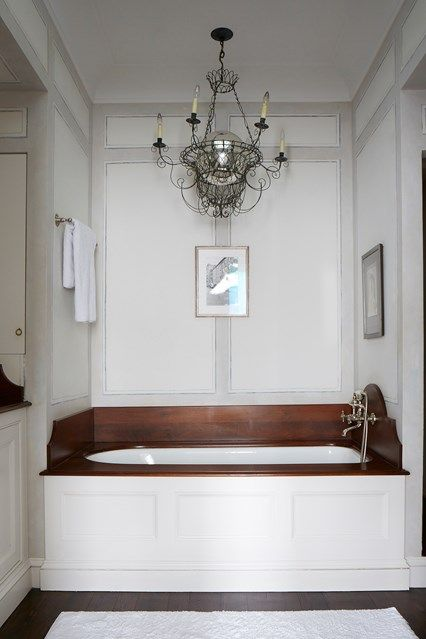 Bathroom in a house by Rita Konig - the client has a love of minimalism but who also wanted their Manhattan home to 'feel like living in a country house'.