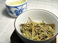 Great list of benefits of lemon grass and also how to make lemon grass tea.