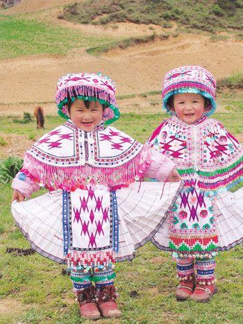 ♥Vietnam...¿No parecen dos muñequitas estas niñas?