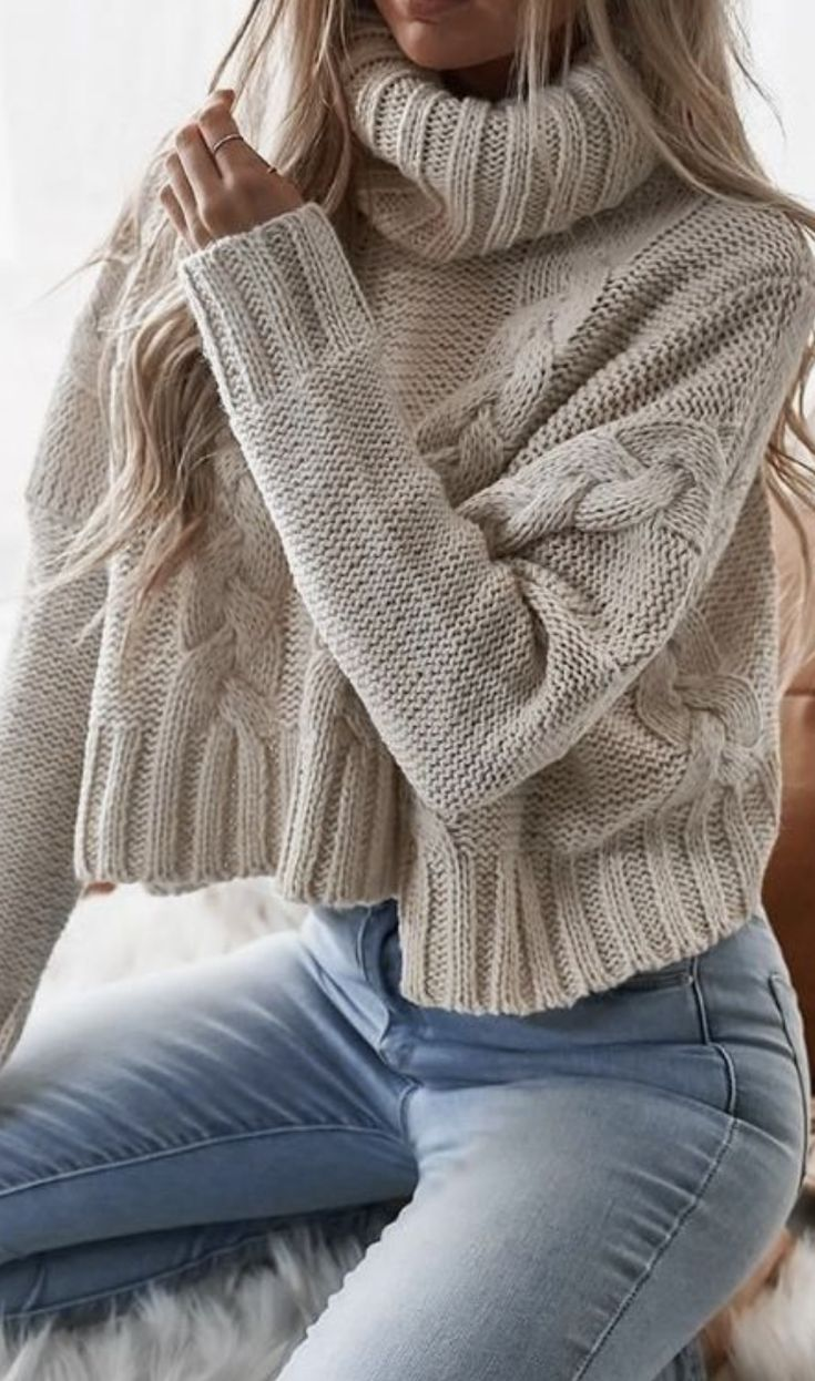 best everyday casual winter outfit ideas for women | sweater and jeans outfit