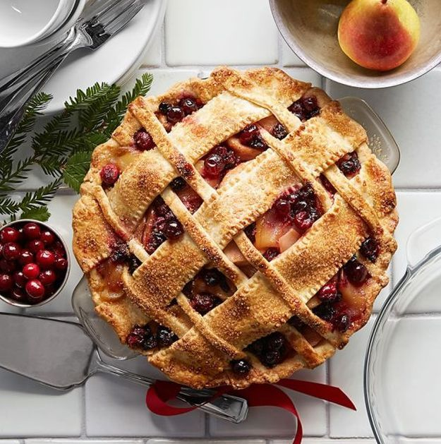 Pear-Cranberry Pie | 15 Best Pie Recipes For Christmas and Holiday Season http://homemaderecipes.com/course/desserts/best-pie-recipes/