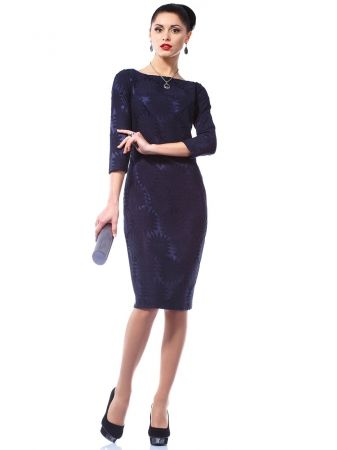 Платье на фиолетовом фоне темно-фиолетовое кружево.Стильное трикотажное платье, украшенный кружевом. Модель слегка приталенного силуэта с укороченным рукавом. Платье идеально сочетает в себе удобство и комфорт. Подойдет и как повседневный, и как праздничный наряд. Длина платья от плечевого шва по спинке -101см., ракав-7/8.