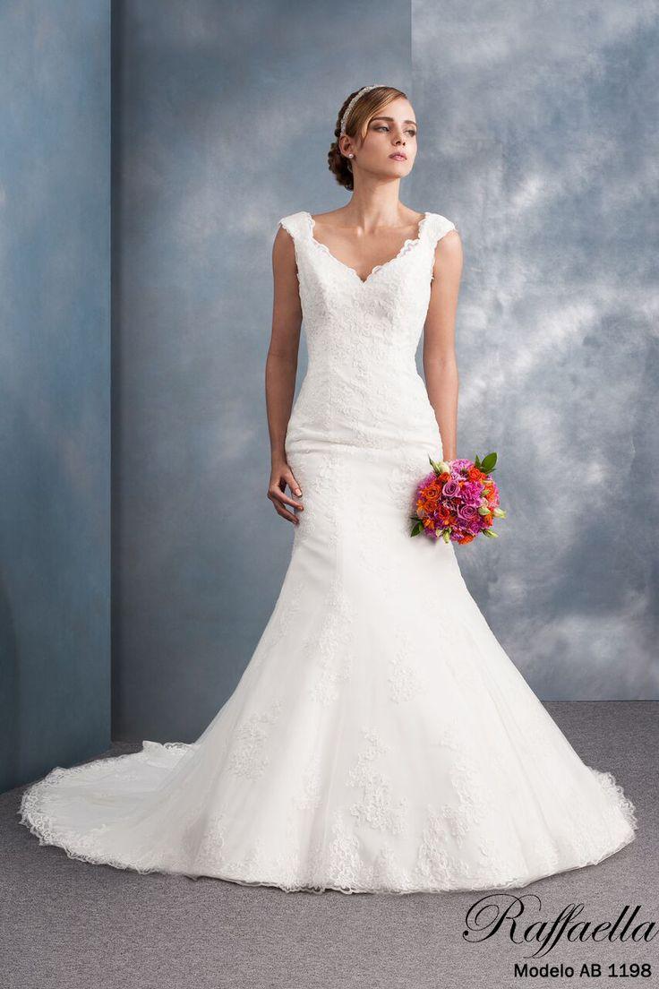 ¡Llegó el momento de elegir tu vestido de novia! En #RaffaellaNovias contamos con variedad de diseños, cortes y tallas Haz cita al ☎️ (33) 38265485  ¡Te vemos pronto futura novia! 😍👰