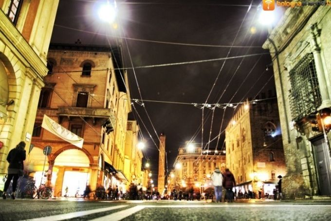 #bologna by night by #bolognachannel.tv