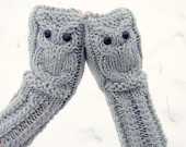 Owl fingerless gloves in light gray