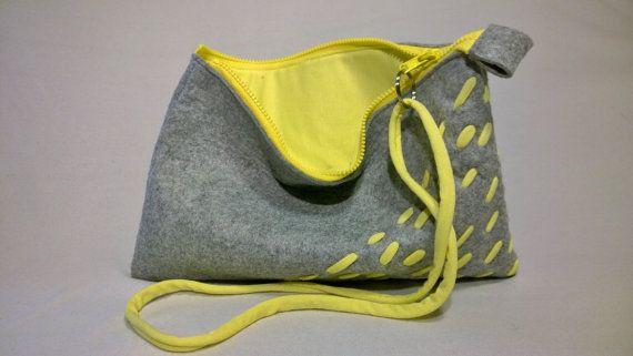 borsetta di feltro di matrioscka su Etsy, €15.00