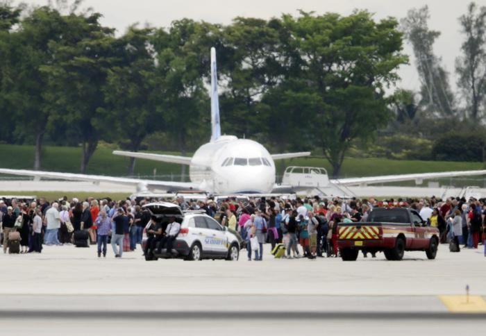 Florida, sparatoria in aeroporto Fort Lauderdale: almeno cinque morti e 13 feriti - http://www.sostenitori.info/florida-sparatoria-in-aeroporto-fort-lauderdale-almeno-cinque-morti-e-13-feriti/274959