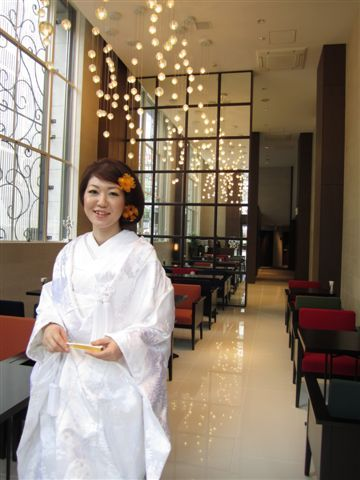 アルモニーアッシュのプランナーブログ「アッシュビューティーブログ ... 白無垢. ロングヘアをボブ風にアレンジし、 べっ甲の簪でシックに仕上げました。