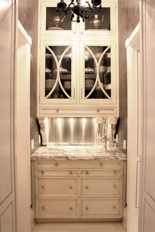 Butler's pantry: Butler Pantries, Wet Bar, Traditional Kitchens, Pantries Design, Wetbar, Butler Pantry, Bar Area, Glasses Doors, Cabinets Doors